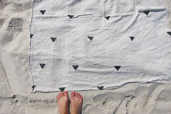 The Minimalist x Hannah throw on the beach