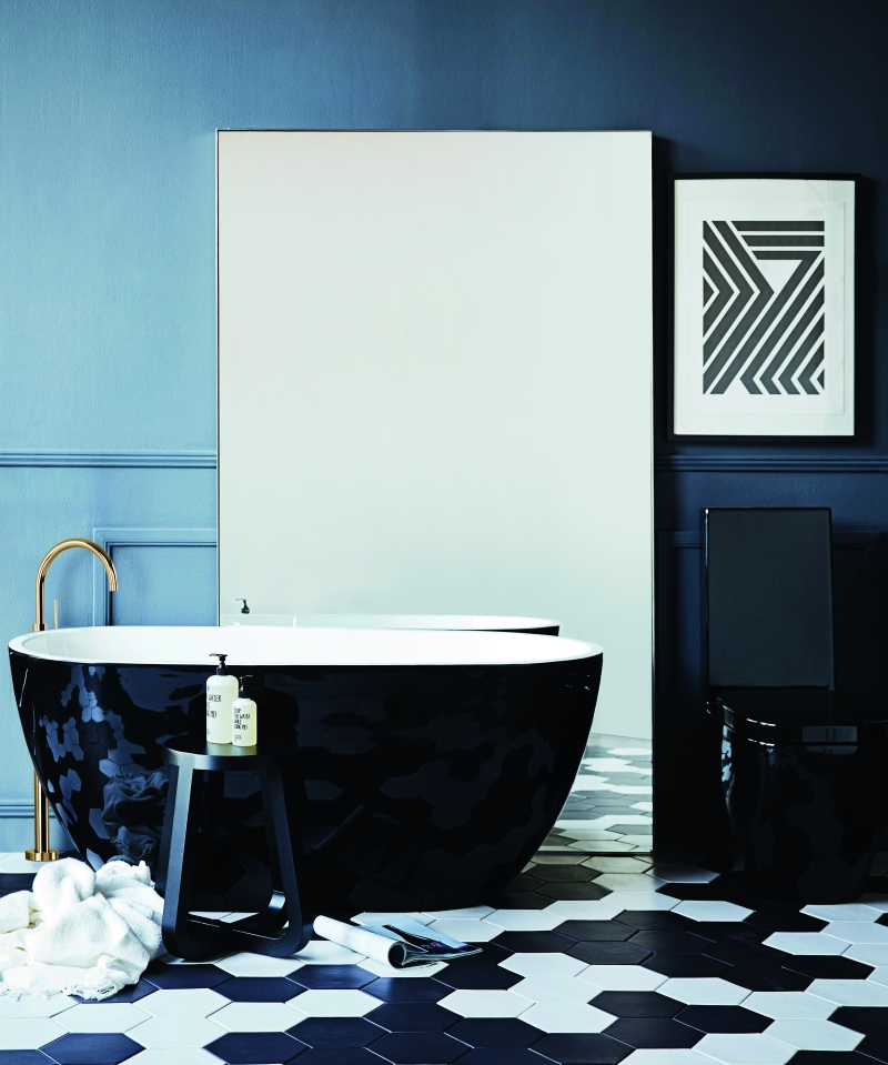 The Minimalist x Black and white bold bathroom